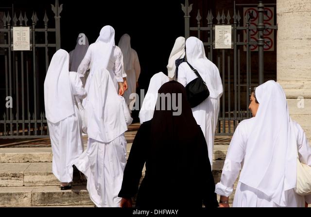 nuns-walking-into-the-basilica-of-santa-