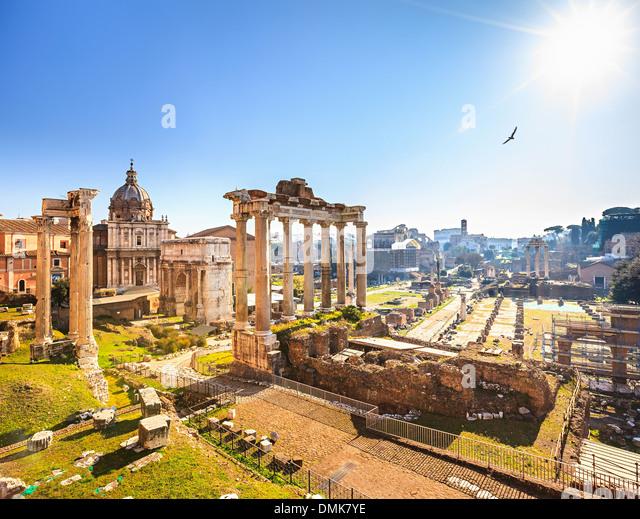 roman-ruins-in-rome-forum-DMK7YE.jpg