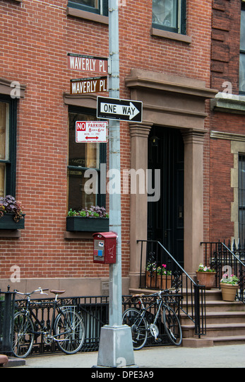 street-signs-at-the-corner-of-waverly-pl