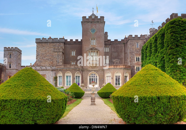 powderham-castle-devon-united-DW4WN7.jpg