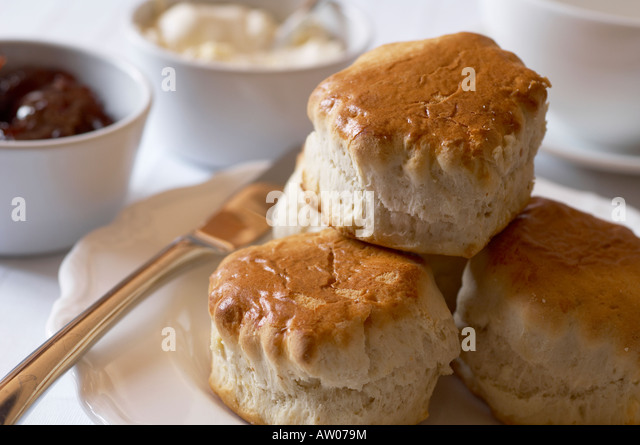 plate-of-scones-on-table-set-for-tea-aw0