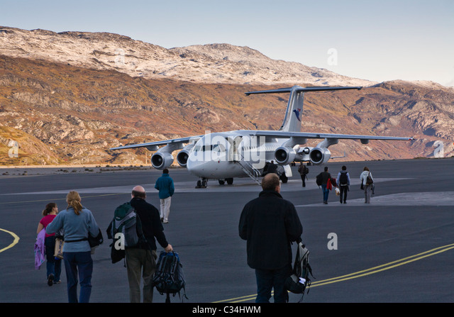 passengers-boarding-a-plane-narsarsuaq-i