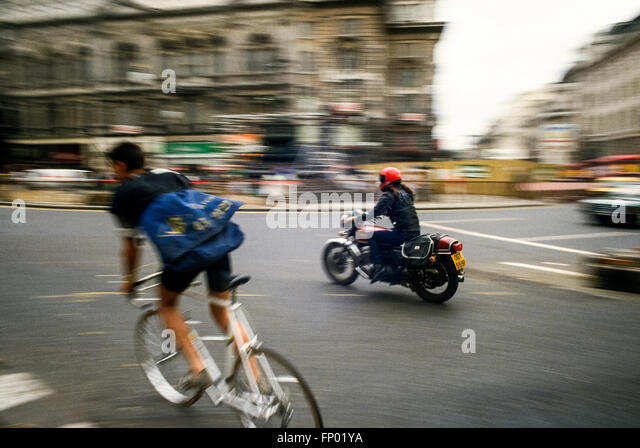 motorcycle-and-cycle-couriers-in-central