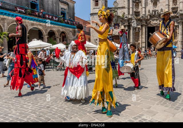 Street Entertainers Dancing On Stilts, Old Havana, Havana, Cuba - Stock Image