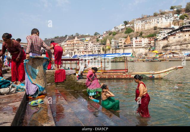 pilgrims-bathe-in-the-narmada-river-on-t