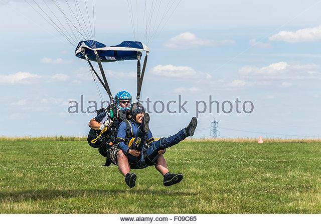 skydiving-tandem-parachute-landing-F09C6