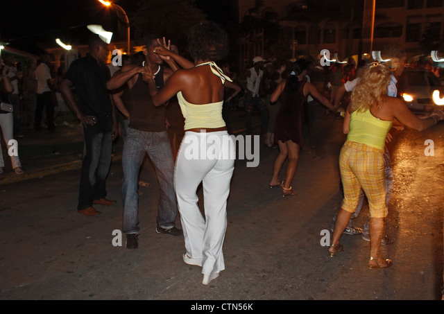 locals Salsa Dancing on the streets of Varadero, cuba - Stock Image