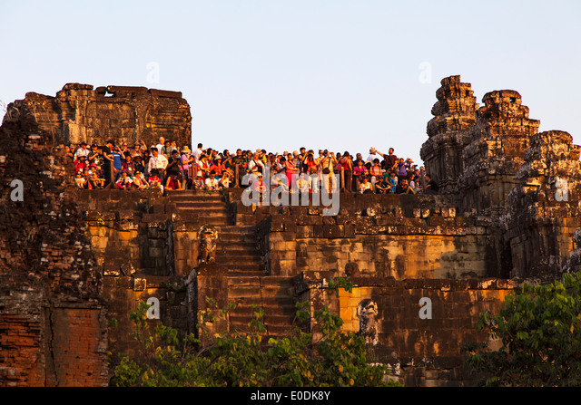 a-large-crowd-watching-the-sunset-at-phn