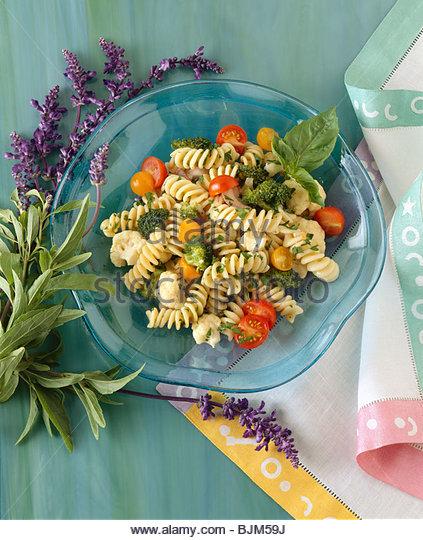 pasta-salad-primavera-bjm59j.jpg