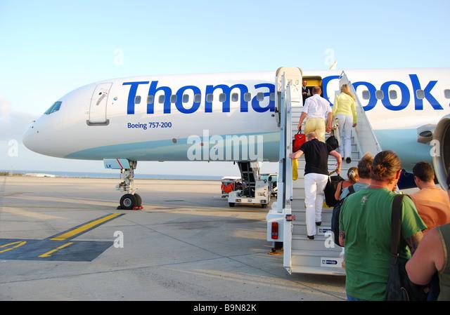 passengers-boarding-thomas-cook-boeing-7