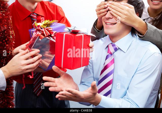 Подарок мужчине в другом городе 210