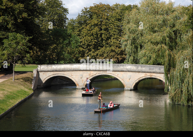 trinity-bridge-and-punts-on-river-cam-ca