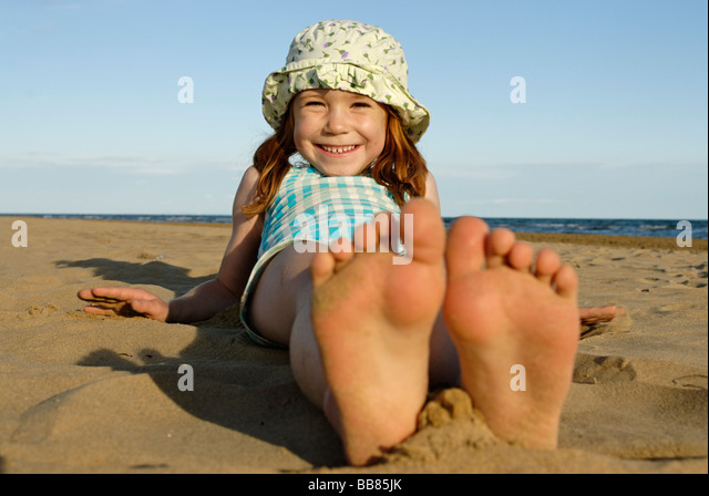 photos of girls laying on the beach № 11788