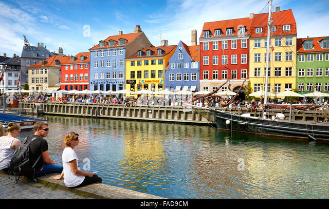 turists-resting-at-nyhavn-canal-copenhag