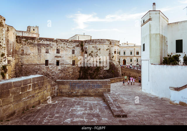 castle of otranto women Women and redemption in the romantic gothic novel by elizabeth notarangelo romantic gothic poetry highlights the uniquely transformative power that victimization.