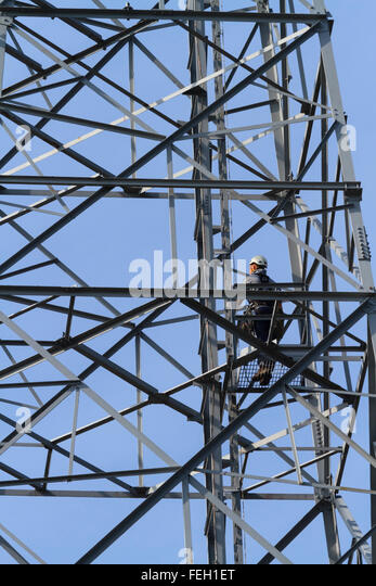 working-at-height-on-a-transmission-mast