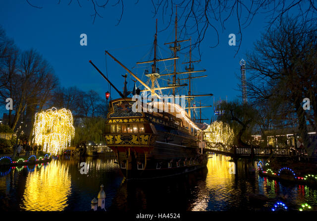 pirate-frigate-in-the-tivoli-lake-copenh