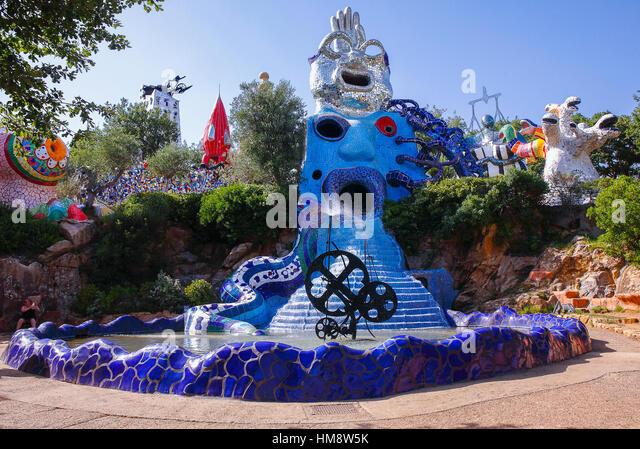 the-tarot-garden-is-an-artistic-park-loc